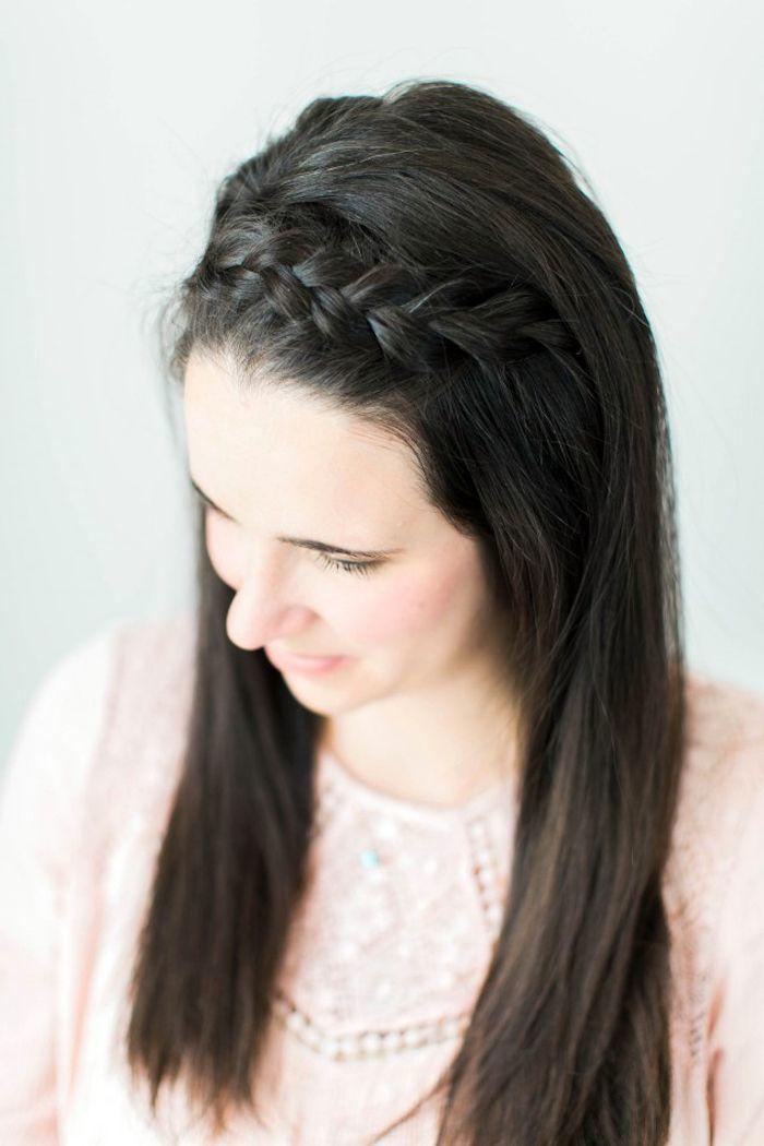 Zopf Flechten Frau Mit Schwarzen Haaren Frisur Mit Zopf Glatte Haare Kranzfr Mittellange Haare Frisuren Einfach Geflochtene Frisuren Frisur Halboffen Glatt