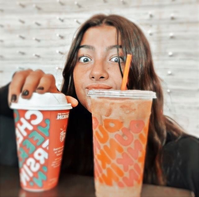 Charli With Dunkin Cute Poses For Pictures Photo Rare Photos