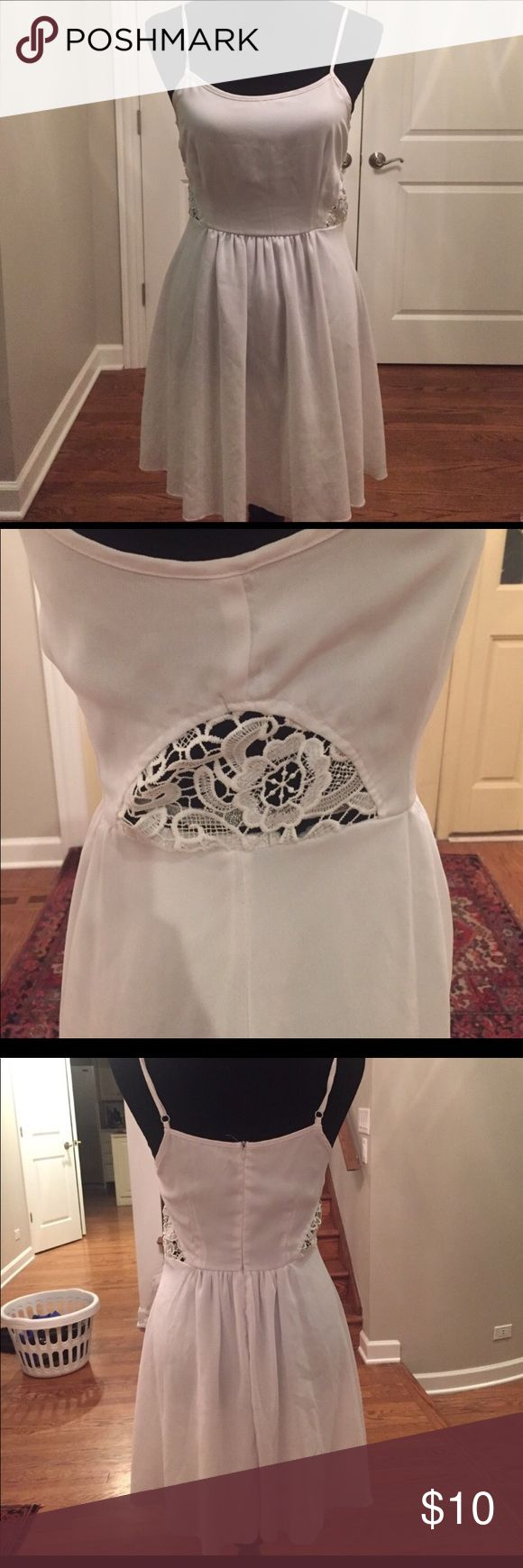 Missguided white dress Flowy white dress perfect for summer! Super flattering with pretty lace cut out on side. Only worn a few times 😊 Missguided Dresses Mini