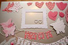 Taufalbum-Babyalbum-Mädchen-rosa-Bastelpaket-Bastel-Kit-Embellishment-Set-Tags-Journaling-Bordüren-Rahmen-Herzen-Schmetterlinge-Fahne-Girlande-Namen-Doilies-Perlen