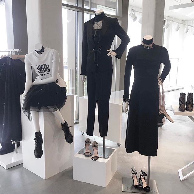 Een kijkje in de showroom van @marccain we love de nieuwe AW17/18 collectie #fashion #MarcCain  via MARIE CLAIRE NL MAGAZINE MAGAZINE OFFICIAL INSTAGRAM - Celebrity  Fashion  Haute Couture  Advertising  Culture  Beauty  Editorial Photography  Magazine Covers  Supermodels  Runway Models