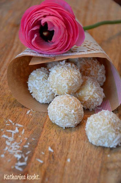 Kekskonfekt mit Baileys, weißer Schokolade und Kokosraspeln   Katharina kocht
