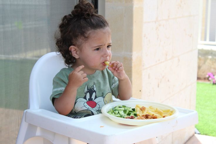 Stop Feeding Your Child! Ways to encourage kids to eat on their own. – about parent and kid