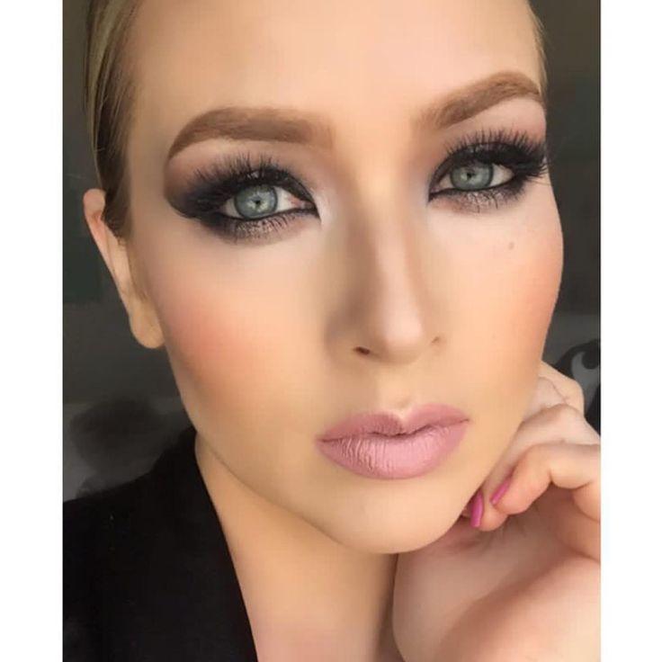 Last one of this look today. Sorry not sorry. Good Night Loves! ��⭐️ __________________________________________________________ #selfie #bayareamakeupartist #bayareamua #beauty #mua #makeup #morphe #momboss #lipgloss #lipstick #anastasiabeverlyhills #brows #milanicosmetics http://ameritrustshield.com/ipost/1556327077899971711/?code=BWZLztIjKx_