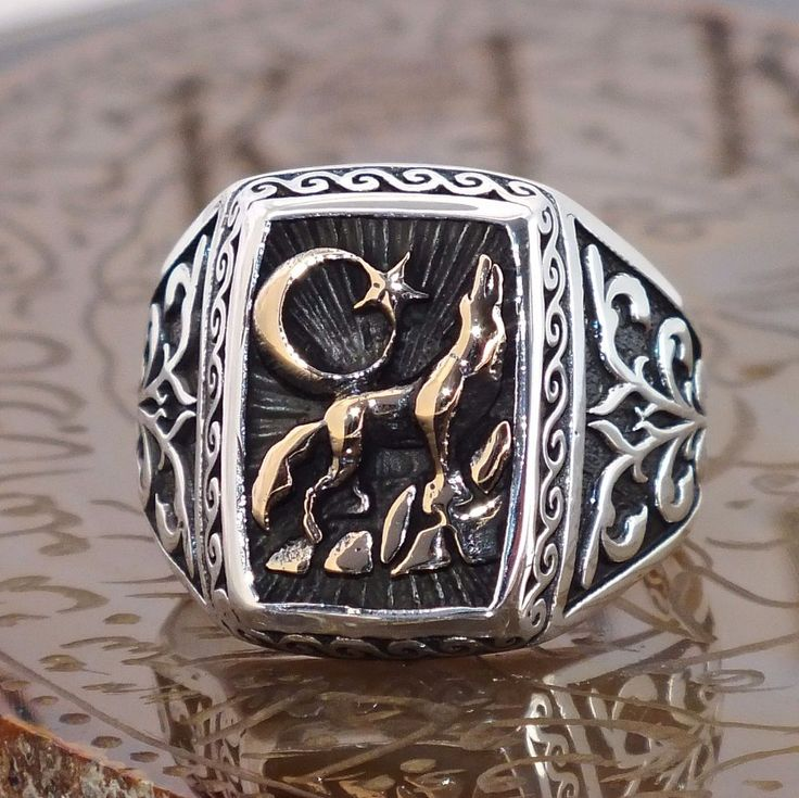 925 Sterling Silver Mens ring with howling Wolf - free resizing #KaraJewels #Signet