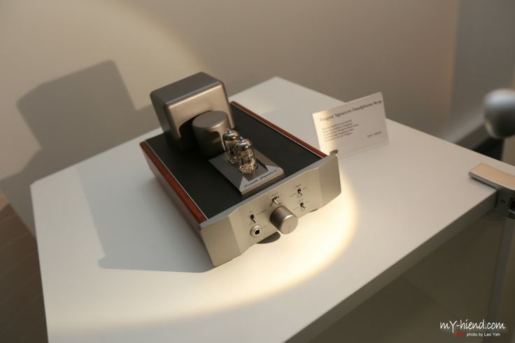 Photo of the Fosgate Signature Tube Headphone Amplifier, taken at Munich High End 2014 by www.my-hiend.com