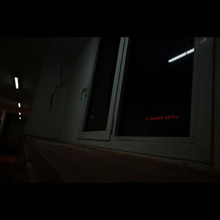 Emptiness #skantzman #manolisskantzakis #photography #colour #urban #ricohgr #28mm #window