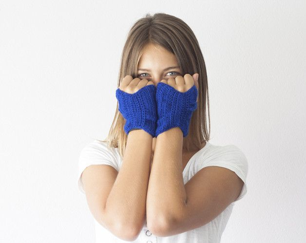 This fingerless pair of gloves is made to fit with almost anything you wear.Great addition for your casual clothes.It is a short version of fingerless gloves ,easy to wear and yet comfy and...