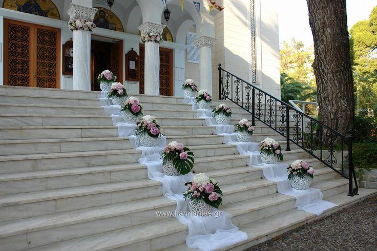 Κωδ.60 Στολισμός εκκλησίας με γιρλάντες στους κίονες και συνθέσεις σε μπάλες από λευκές ορτανσίες, ροζ παιώνιες, λευκά τριαντάφυλλα και δίχρωμο ροζ λυσίανθο στους Αγ. Αποστόλους Πεύκης