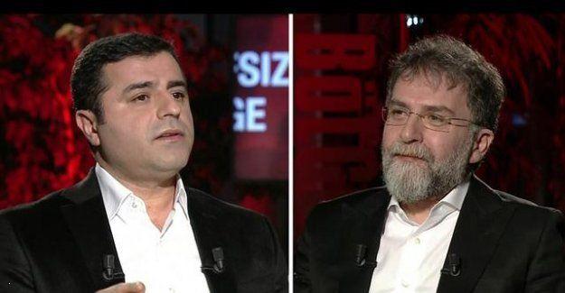 Selahattin Demirtaş Ahmet Hakanı Niye Üzdü?  HDP Eş Genel Başkanı Selahattin Demirtaş 7 Haziran 2015 seçimleri öncesi en büyük desteği Doğan Medya grubundan görmüştü. Özellikle grup yazarlarından Ahmet Hakan defalarca programında ağırladığı Demirtaşa övgüler yağdırmıştı. Ancak seçim sonrası övgüler yerini yergiye bıraktı.