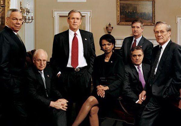 【画像あり】】就任式典に参列したブッシュ元大統領、雨具のポンチョと悪戦苦闘している様子が撮影される…ネットでは大人気に : 暇人\(^o^)/速報 - ライブドアブログ