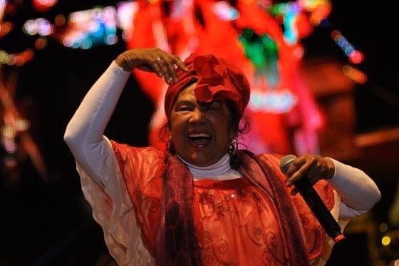Totó la Momposina rindió homenaje al maestro de la música colombiana Lucho Bermúdez. Festival Iberoamericano de Teatro, Bogotá 2012. Foto: Elespectador.com