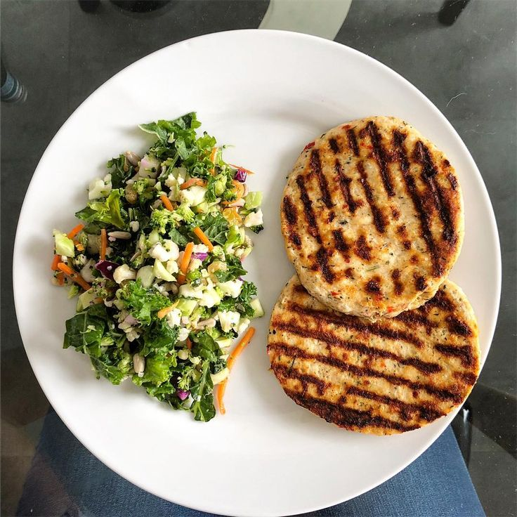 """7 Likes, 1 Comments - Keto Couple (@ketoliciousliving) on Instagram: """"Lazy lunch: Super veggie salad from Fresh Market and Chili Lime Burgers from Trader Joe's #keto…"""""""