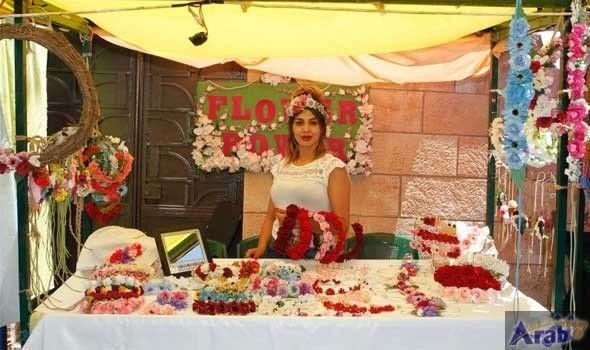 Jordanian artisan turns to flowers at expense of her academic study