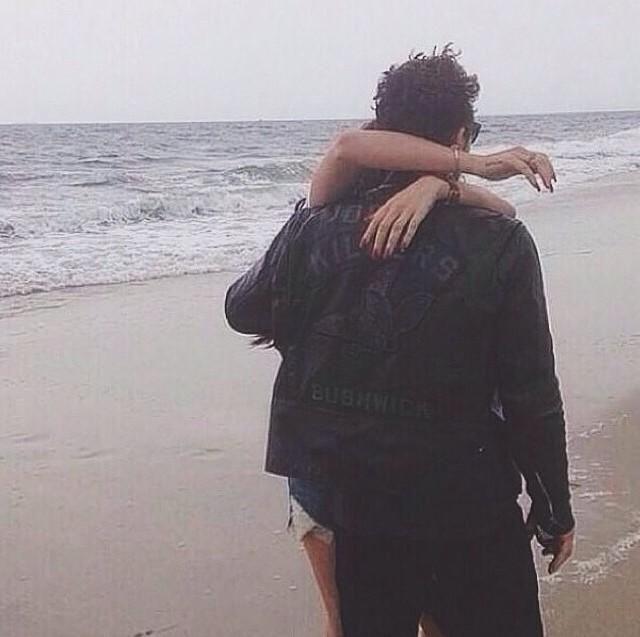 Lana Del Rey & James Franco hugging pic.twitter.com/IHc0ZEDomP