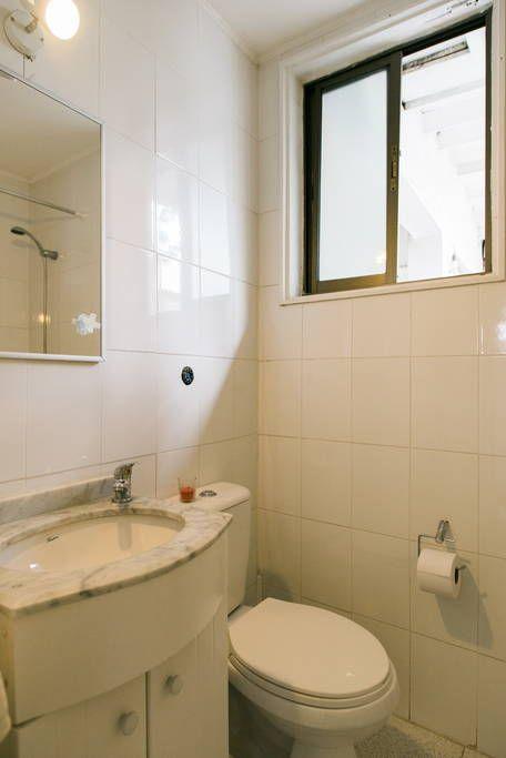 Échale un vistazo a este increíble alojamiento de Airbnb: Habitación en una casa increible - Casas en alquiler en Providencia