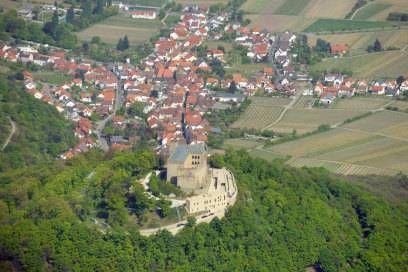 Die Route von Schweigen-Rechtenbach nach Bockenheim, vorbei am Hambacher Schloss, ist das Original unter den Deutschen Weinstraßen