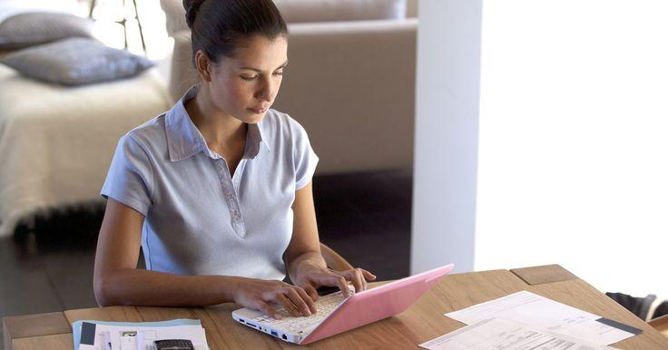 Como escrever um e-mail se candidatando a uma vaga de trabalho. Um e-mail se candidatando a uma vaga de trabalho com uma carta de apresentação oficial e um currículo são um reflexo da competência, profissionalismo e experiência do candidato. Devido ao fato de muitos empregadores receberem candidaturas por e-mail em vez de métodos mais antigos, como fax ou correio postal, a inscrição numa vaga enfrenta um ...