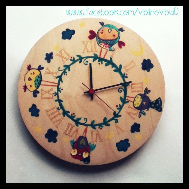 Orologio di legno dipinto a mano. Gufetti : Decorazioni murali di violinoviola www.facebook.com/violinoviolaD