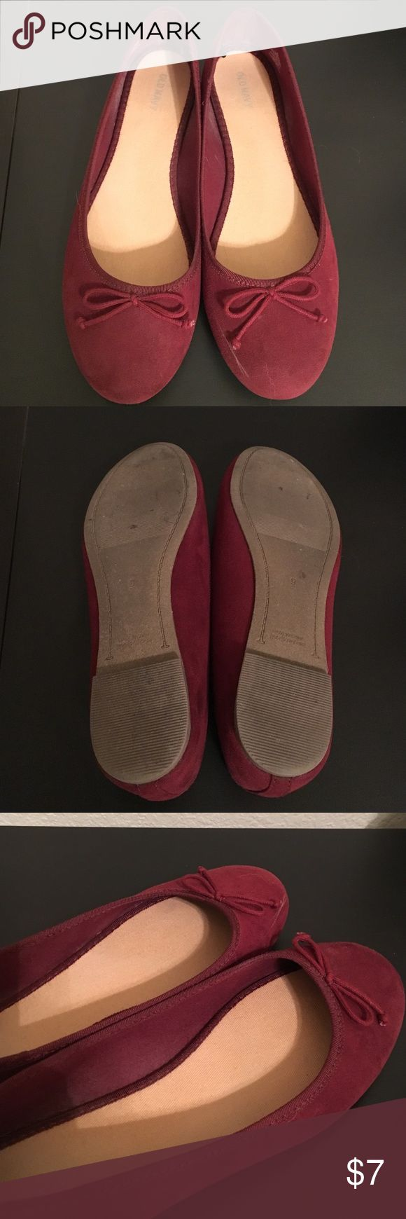 Old Navy Ballet Flats Gently used, these flats have one mark on the right toe. Color is actually maroon. Old Navy Shoes Flats & Loafers