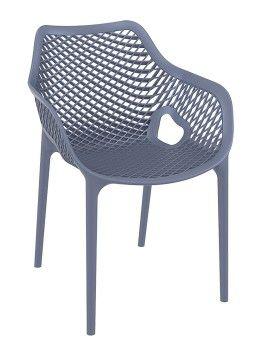 Eindelijk een stoel die zich compleet onderscheidt van al die andere tuinstoelen. De Neves is voor de waaghals die het aandurft om wat anders te kopen dan de rest van de buren
