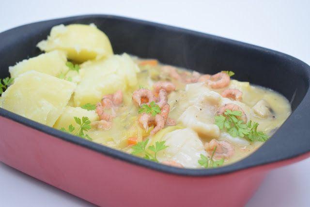 Dominique's kitchen: Vispotje met prei, wortel en champignons - Fish st...  VISPOTJE MET PREI, WORTEL EN CHAMPIGNONS FISH STEW WITH LEEK, CARROTS AND MUSHROOMS  Nieuwsgierig naar het recept? Klik op onderstaande foto. Curious for the recipe? Click on the picture below.   #carrots #champignons #cream #fishstew #fishstock #garnalen #leek #mushrooms #pangasius #prei #room #shrimps #visbouillon #vispotje #wijn #wine #wortelen