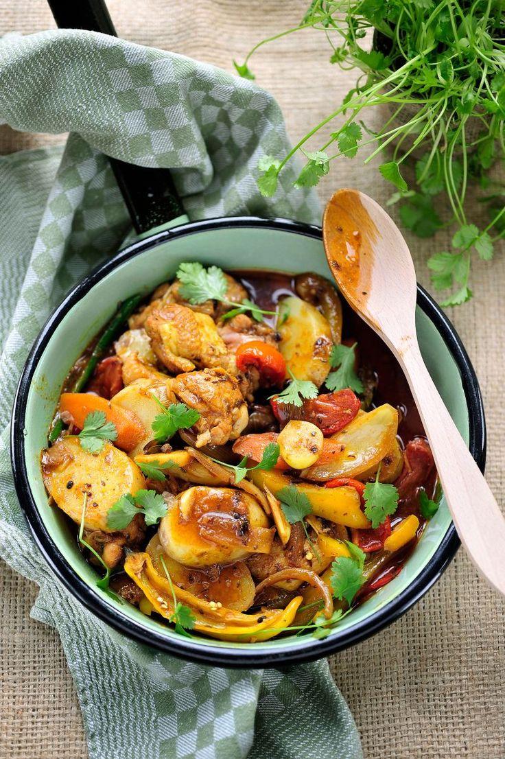 """Het lekkerste recept voor """"Vindaloo van kippenvleugeltjes en aardappelen"""" vind je bij njam! Ontdek nu meer dan duizenden smakelijke njam!-recepten voor alledaags kookplezier!"""