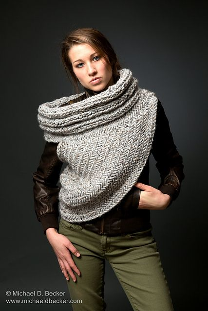 Free Knitting Pattern For Katniss Cowl : 56 best images about Katniss cowl on Pinterest Vests, Ravelry and Katniss e...