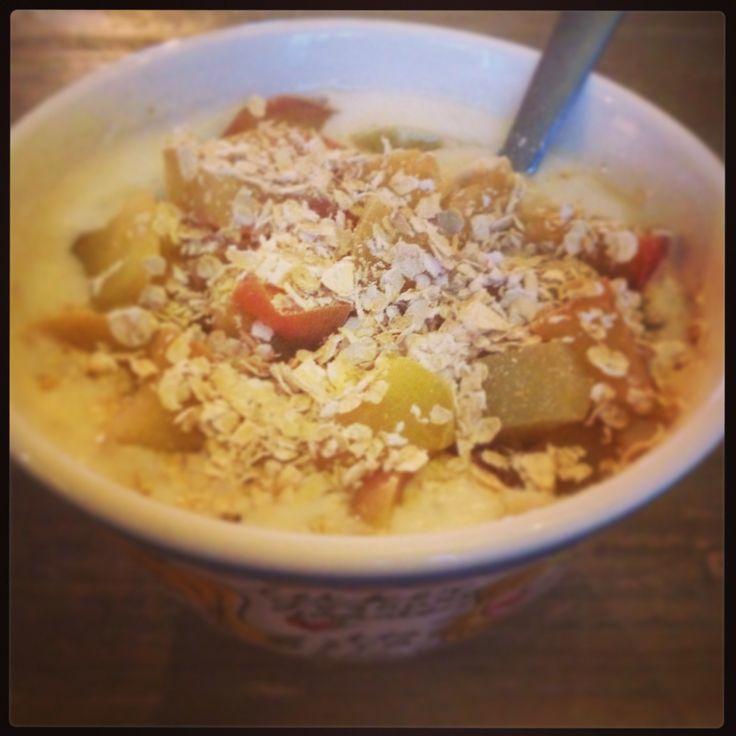 Ontbijtje: Volle yoghurt Gepureerde banaan Gekookte appel Kaneel Havervlokken