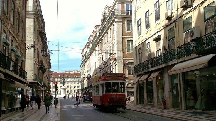 Lisboa: 25 de abril. #Lisbon #Lisboa #Portugal #turismo #viajar #travel #tourisme with WOMANWORD #photo  by Rocío Pastor Eugenio #nofilter #europe #25deabril #revolución