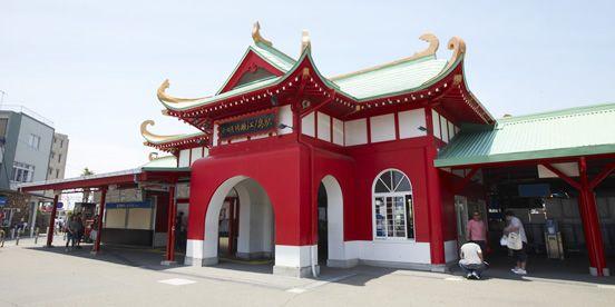 片瀬江ノ島駅 (Katase-Enoshima Sta.) (OE16) 場所: 藤沢市, 神奈川県
