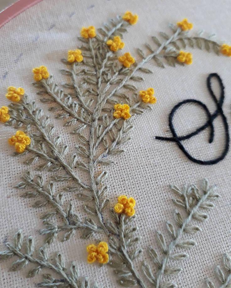 """26 curtidas, 1 comentários - Um Pontinho (@umpontinhobordados) no Instagram: """"Inspiração nas Ma{r}celas do meu Rio Grande!!!  #embroidery #umpontinho #bordado #inspiracao…"""""""
