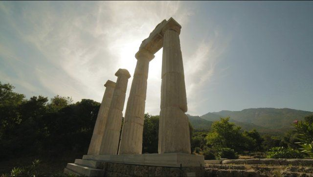 #‎Samothraki‬ the island of the Great Gods through ancient era, today is the island that the visitor can not compare with any other in the ‪#‎Aegean‬ sea. Discover some of its beauty with the eyes of Sophia Georgali and Panos Papagiannis that are behind this beautiful video for Bee channel. Evgenia Kordonia and her friend from the island guide them in local spirit. Visit Region of Eastern Macedonia and ‪#‎Thrace‬ to discover more of our secrets: ‪‪ https://vimeo.com/129774245