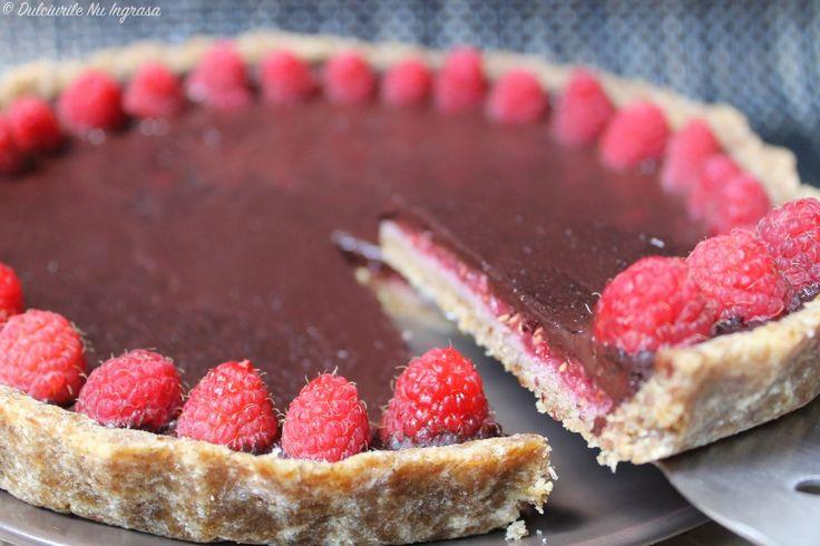 Tarta cu Zmeura si Ganache de Ciocolata Fara Coacere (fara zahar, fara unt, continut scazut de grasimi, 100% sanatoasa)