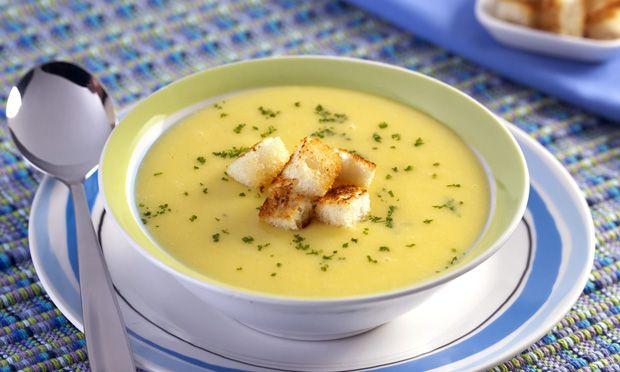 Sopa creme de mandioquinha  Receita: http://mdemulher.abril.com.br/culinaria/receitas/receita-de-sopa-mandioquinha-487127.shtml