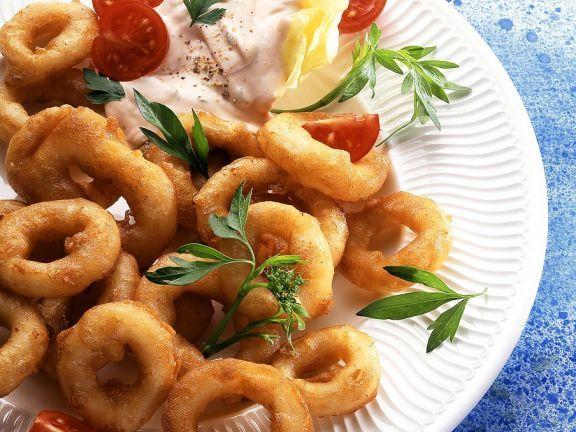 Calamari in Backteig ist ein Rezept mit frischen Zutaten aus der Kategorie Ausbackteig. Probieren Sie dieses und weitere Rezepte von EAT SMARTER!