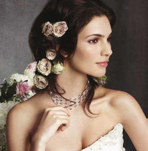 Dona un tocco romantico alla tua acconciatura con le Rose.