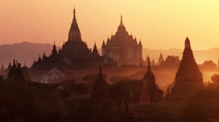 Solndgang over Bagans templer