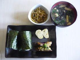 朝ごはんidea: 梅干しおにぎり、卵焼き、きんぴらセロリ、中華なす、わかめ味噌汁