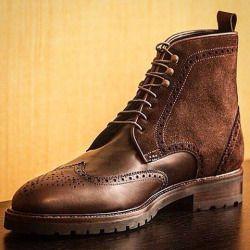 Des bottes militaires avec un joli contraste de matières et une inspiration gentleman farmer, par @mrjohnshoes.  #mode #homme #style #inspirations. Pensez à rajouter la page Jamais Vulgaire dans votre liste d'intérêts pour ne manquer aucune inspiration ! http://ift.tt/1WHefWS http://ift.tt/1Ls5spY