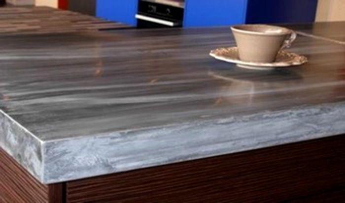Encimera de cocina basada en zinc patinado. Sideboard in patinated zinc. In this kitchen, the base is also covered with zinc. Also possible in grinded or varnished zinc. Dimensiones: Precio: