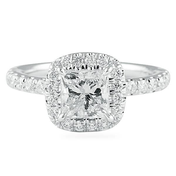 Diamant-Verlobungsring im Prinzessschliff mit einem Kissenhalo. Von Lauren B Jewelry, N …   – New wedding ring