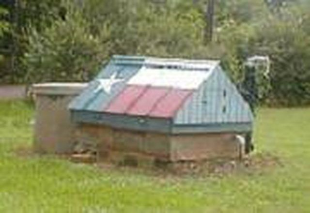 How To Build A Water Well Cover Water Well House Pump House Building A Shed