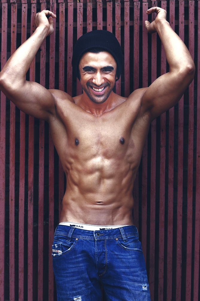 Amit Sadh flauts his six-pack. #Bollywood #Fashion #Style #Handsome #Fitness #SixPack