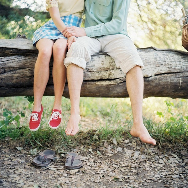 vintage-inspired engagement photos