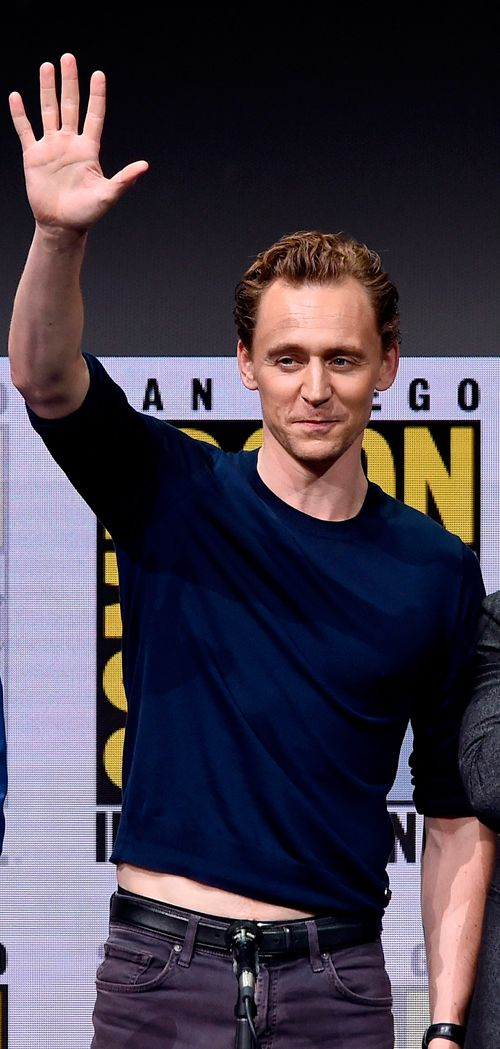 Tom Hiddleston attends the Marvel Studios Presentation during Comic-Con International 2017 at San Diego Convention Center on July 22, 2017. Via Torrilla. Larger: https://wx3.sinaimg.cn/large/6e14d388gy1fhtmcrpwsjj21kw1fi1kx.jpg