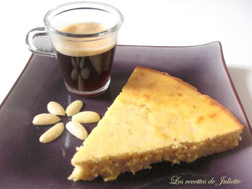 Gâteau citron-amande 'à tomber par terre'_____________________ Ingrédients :  - 3 oeufs - 40 g de farine - 40 g de poudre d'amande - 80 g de sucre blond de canne - 60 g de purée d'amande blanche (pour en savoir davantage sur la purée d'amande, cliquez ici !) - 1 c. à c.  de poudre à lever - 2 citrons (zestes et jus)