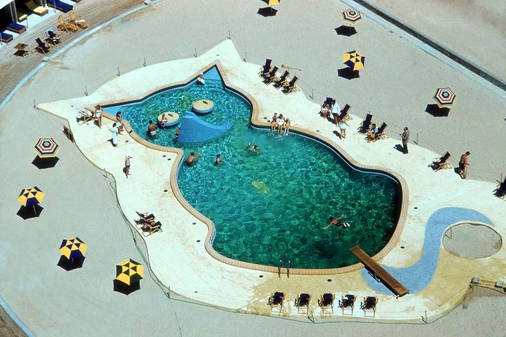 A swimming pool in the shape of a cat at the Fontainebleau Hotel, Miami, circa 1955.