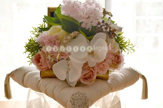 The flowers arrangement for this dulang is beautiful..