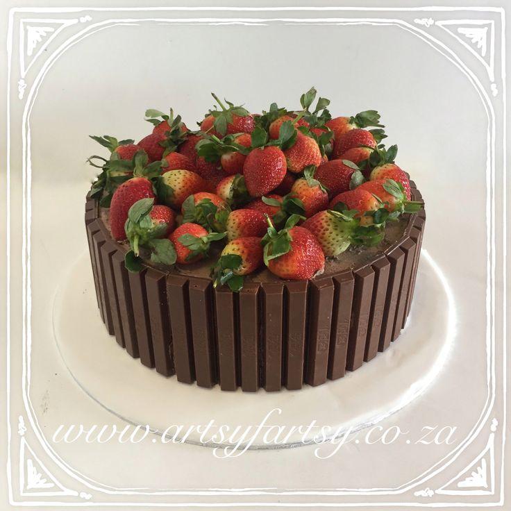 KitKat and Strawberry Cake #kitkatcake #strawberrycake